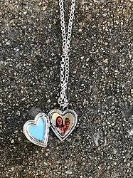 Mommyhood Chronicles: Locket Necklace Giveaway